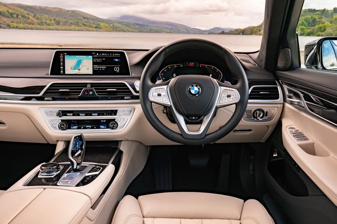 BMW 7 Series 2019 RHD dashboard