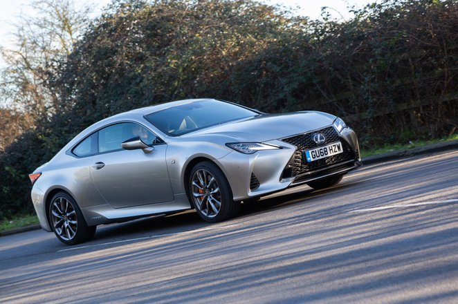 Lexus RC 2019 front left tracking shot