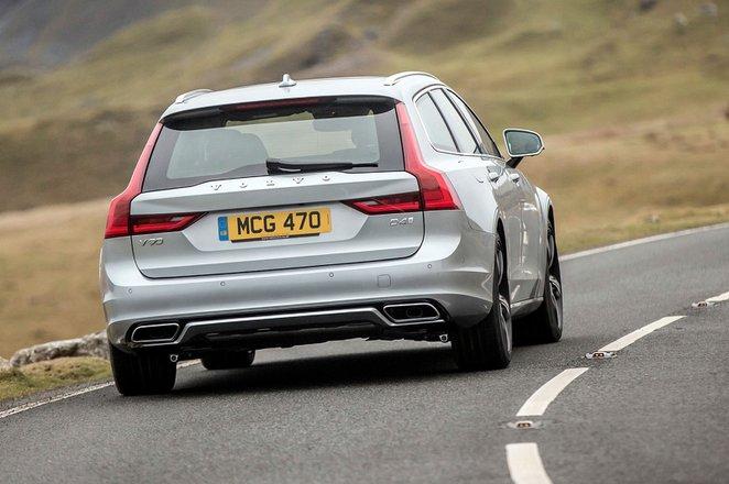 Volvo V90 2021 rear cornering