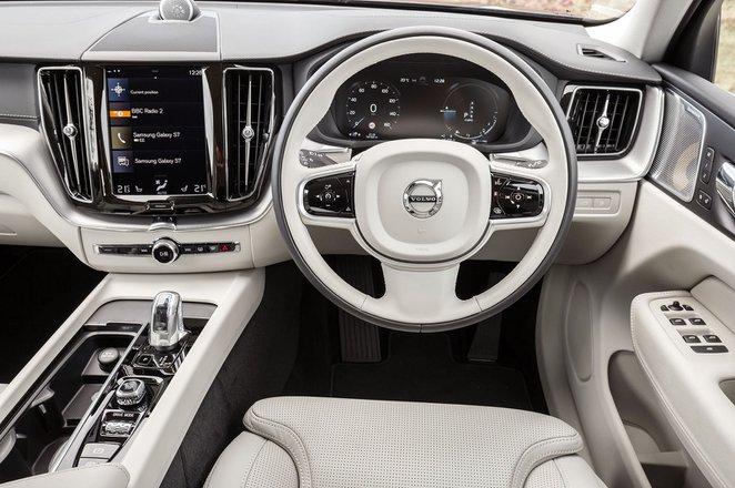 Volvo XC60 2020 dashboard