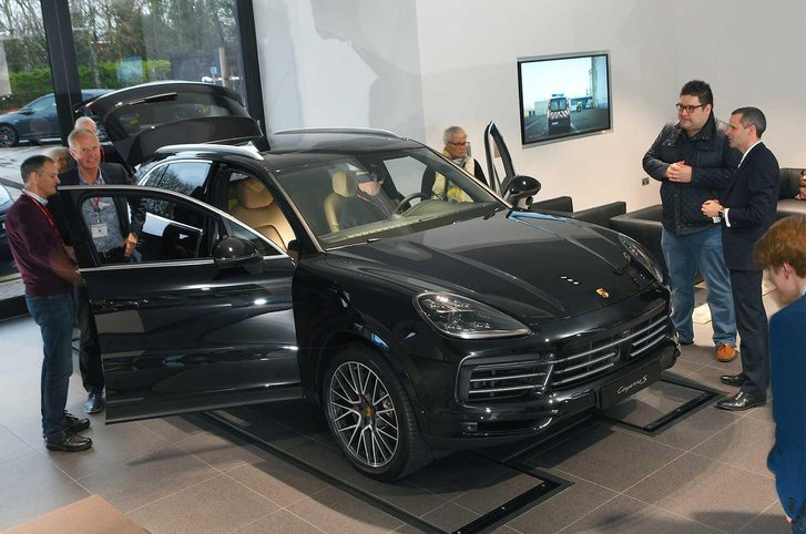 Readers examining the new Porsche Cayenne