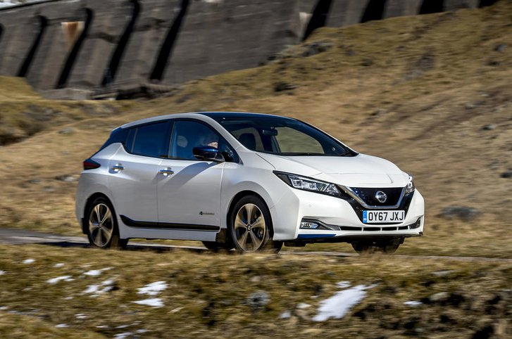 Nissan Leaf side action