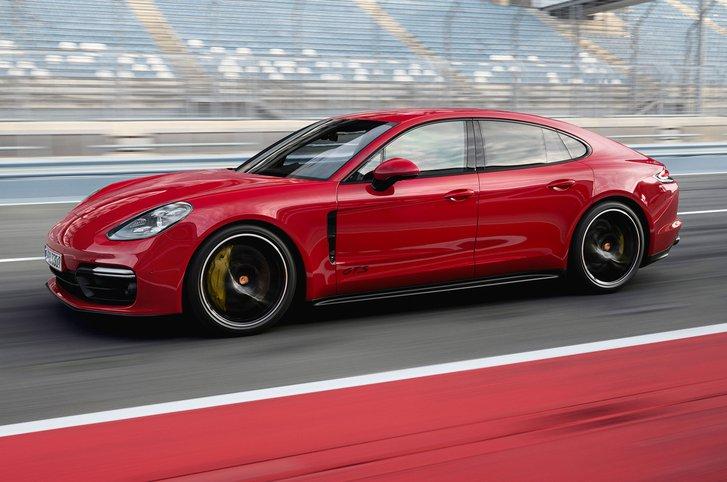 2019 Porsche Panamera GTS front three-quarter