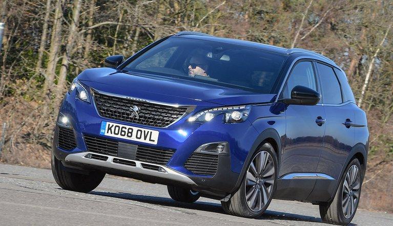 Peugeot 3008 2019 front left cornering shot