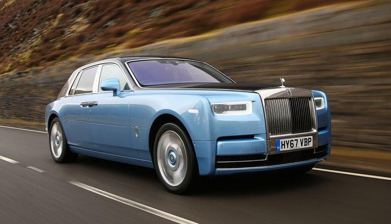 Rolls-Royce Phantom 2018 Right road tracking shot