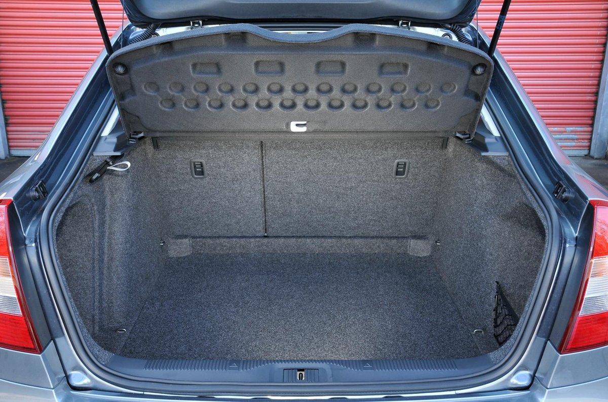 Skoda Octavia Hatchback (04 - 13)