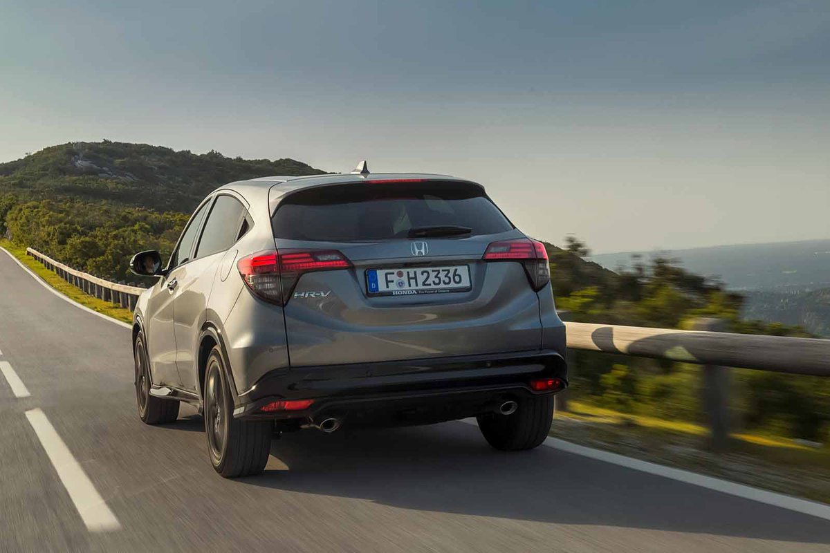 Honda HR-V 2019 rear tracking shot