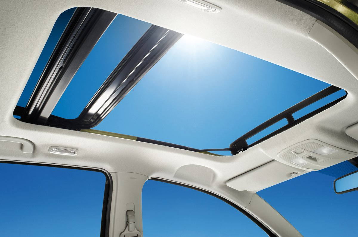 Suzuki SX4 S-Cross panoramic glass roof