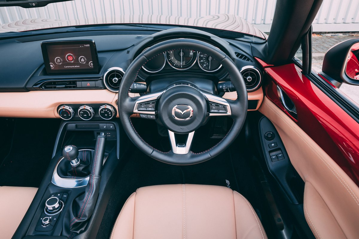 2018 Mazda MX-5 dashboard