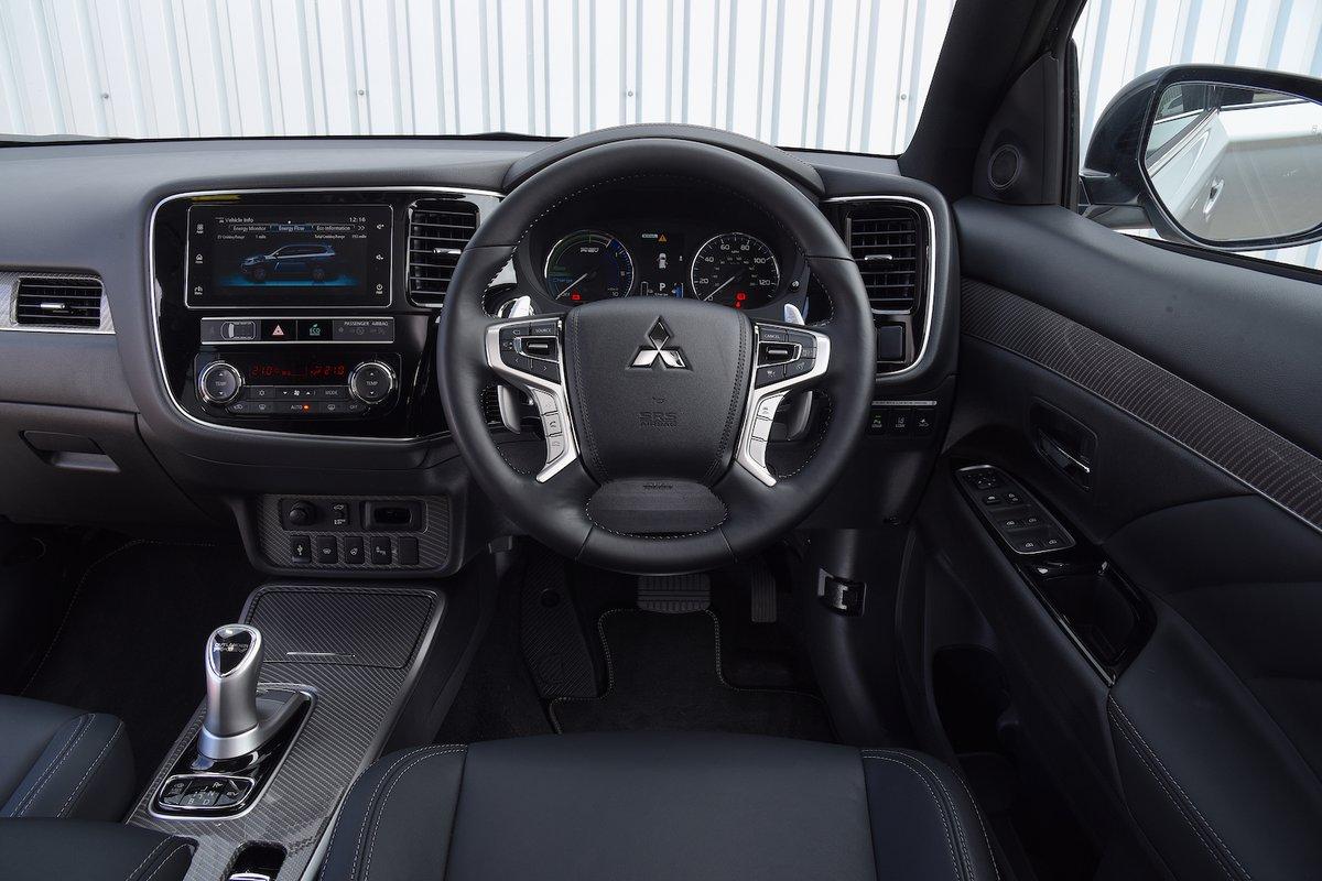2018 Mitsubishi Outlander PHEV dashboard