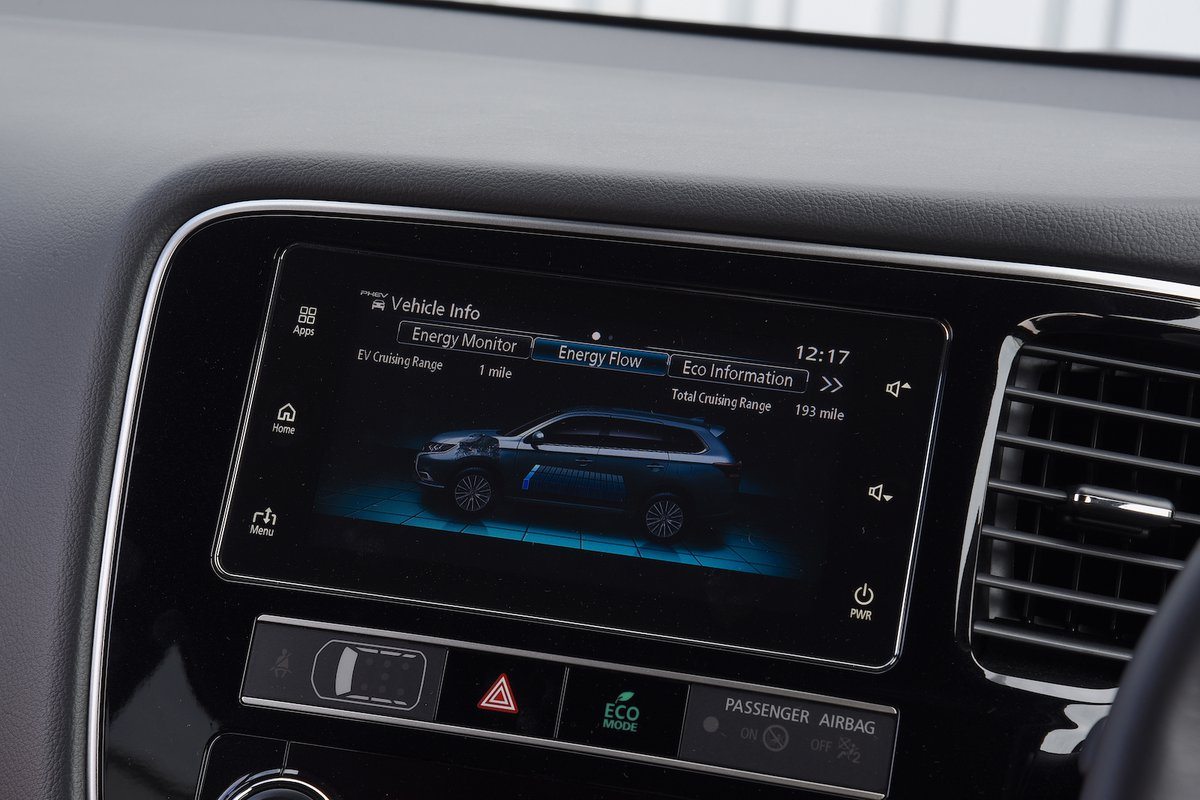 2018 Mitsubishi Outlander PHEV infotainment