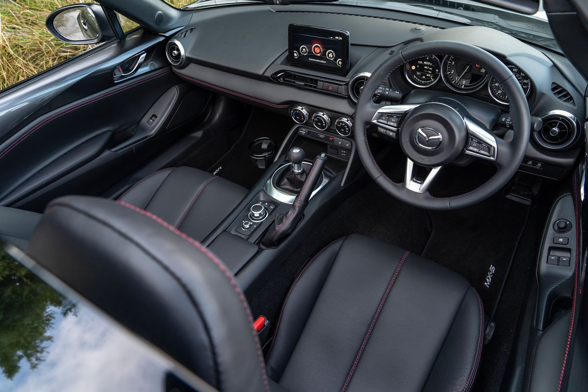 Mazda MX-5 RF front space