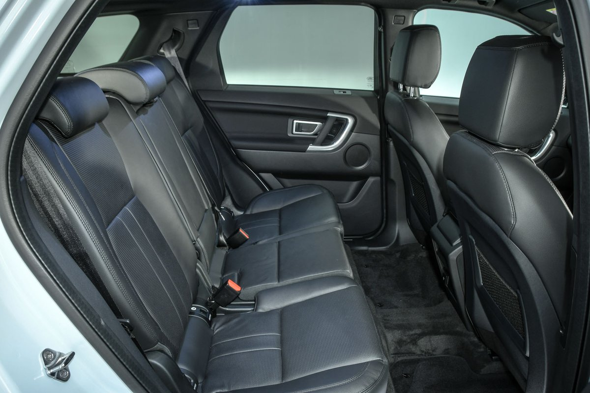 Land Rover Discovery Sport 2019 rear seats