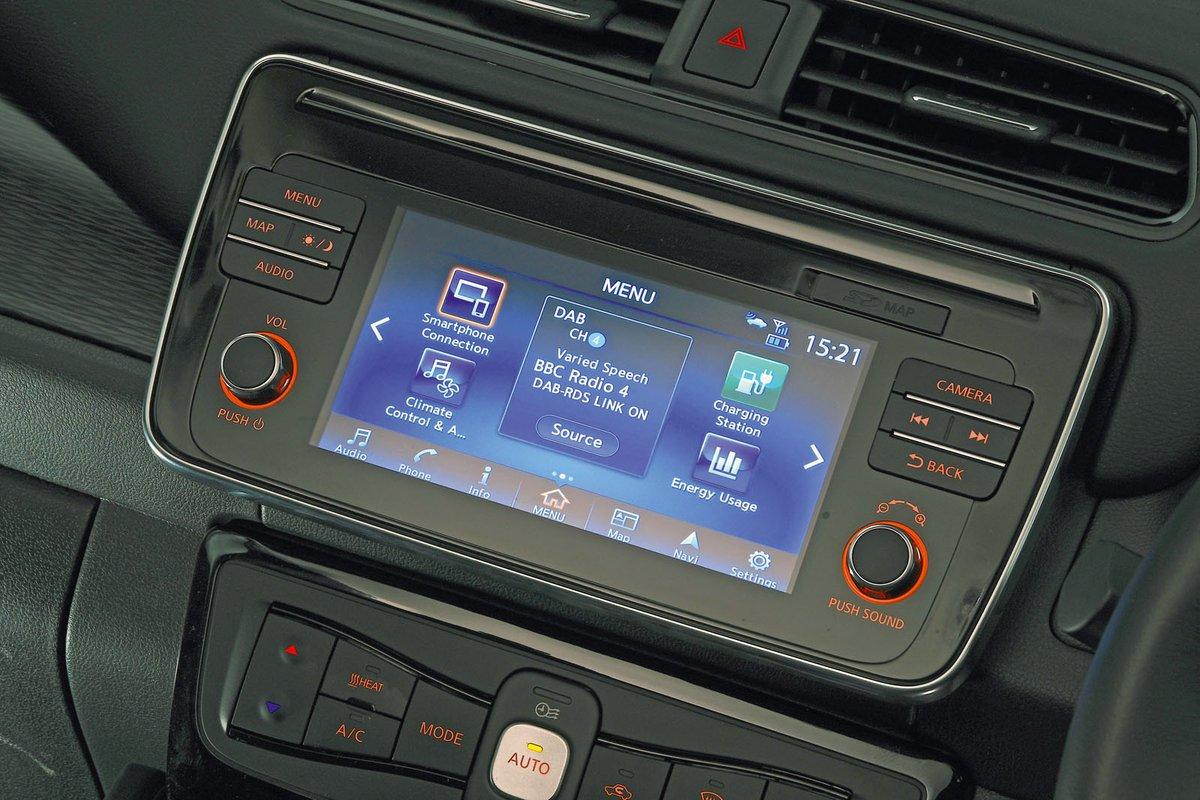 Nissan Leaf 2018 RHD infotainment