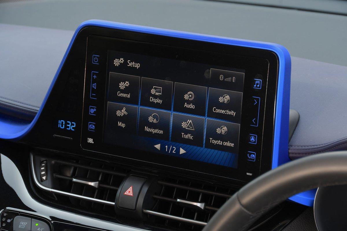 Toyota C-HR 2017 infotainment