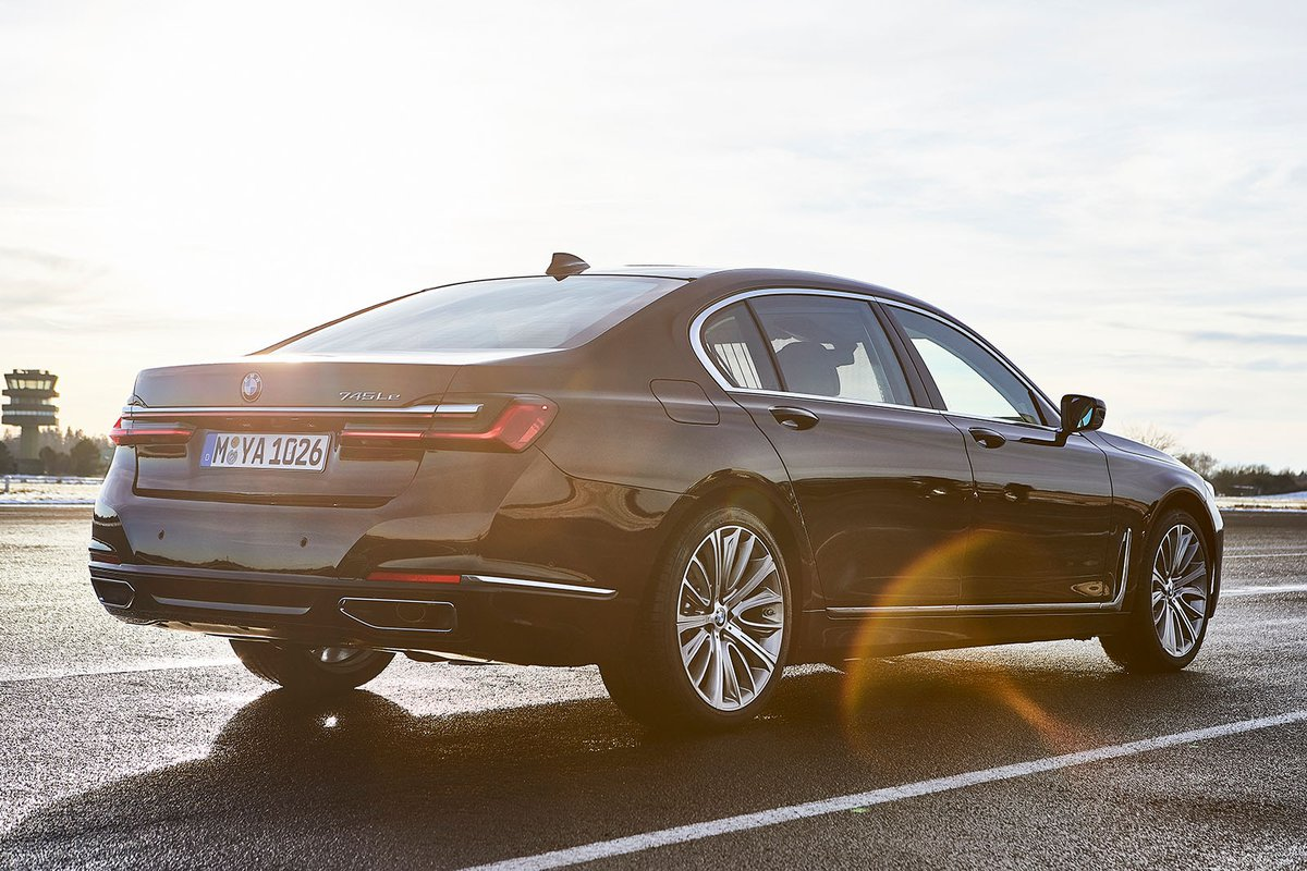 BMW 7 Series 2019 rear right static