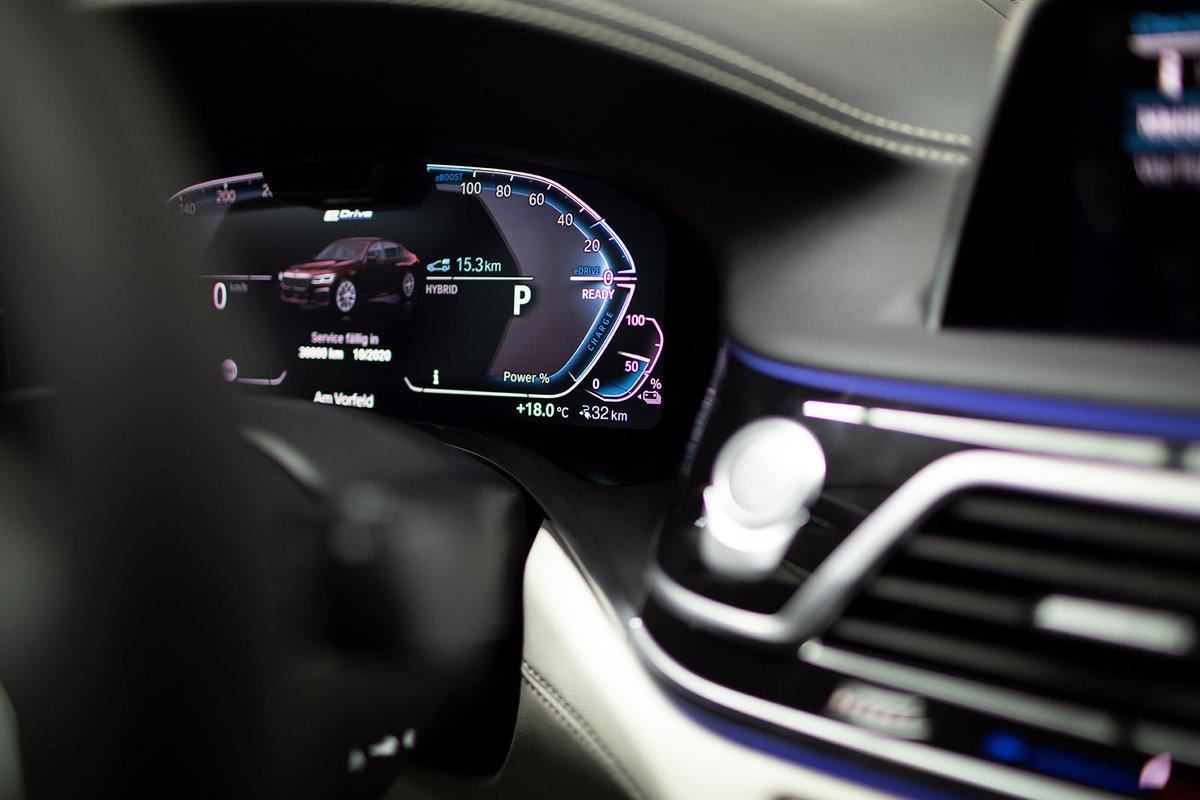 BMW 7 Series 2019 LHD technology closeup
