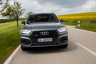 Audi SQ5 2019 head-on view