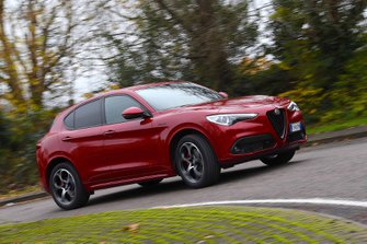 Alfa Romeo Stelvio 2019 front wide right cornering (LHD)