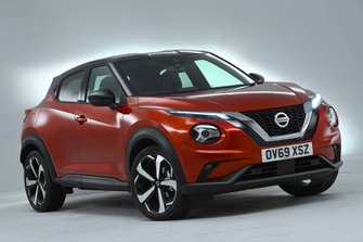 Nissan Juke 2019 front right studio RHD