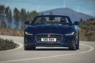 Jaguar F-Type Convertible 2020 LHD press head-on tracking