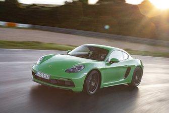 Porsche Cayman 2020 LHD front wide tracking