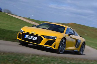Audi R8 2019 front three-quarter driving
