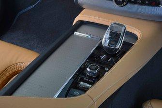 Volvo XC90 2019 RHD centre console