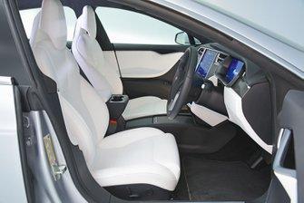 Tesla Model S 2017 front seats