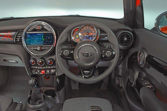 Yeni Mini 5dr vs Audi A1 Sportback vs Ford Fiesta