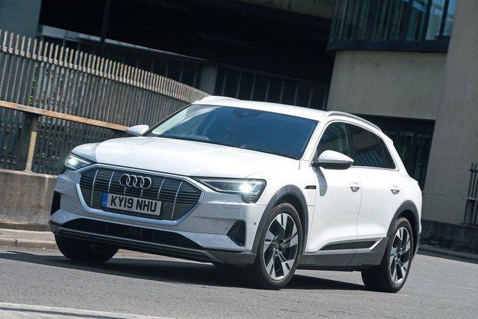 Audi E-tron alla guida