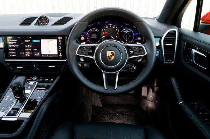 Porsche Cayenne Coupe dashboard