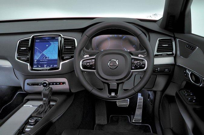 Volvo XC90 (2015–present) - interior