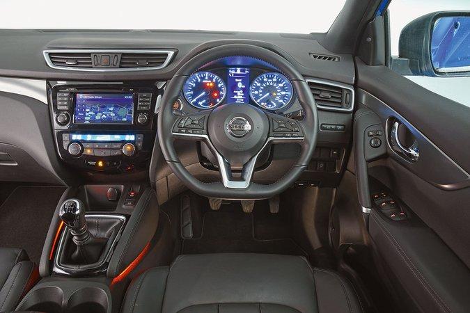 Nissan Qashqai 1.3 DIG-T N-Connecta [Executive Pack] - interior