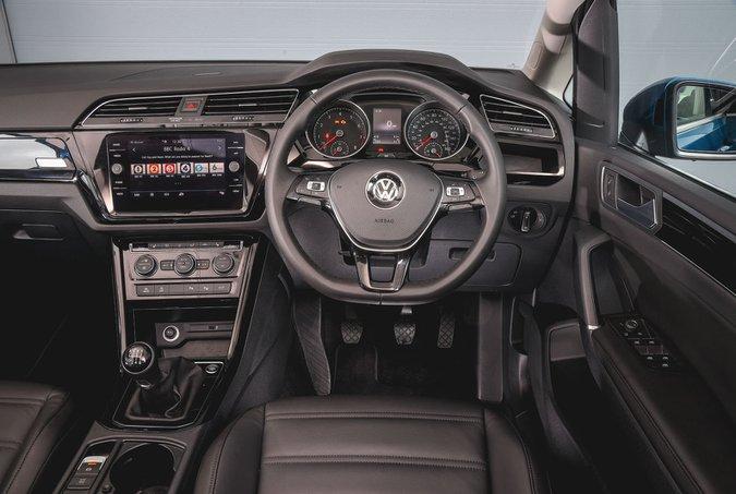 Volkswagen Touran 1.5 TSI Evo SE - interior