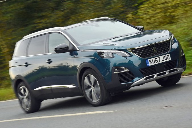 Peugeot 5008 front and side
