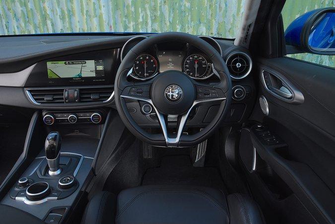 Alfa Romeo Giulia 2.0 TB 280hp Veloce - interior