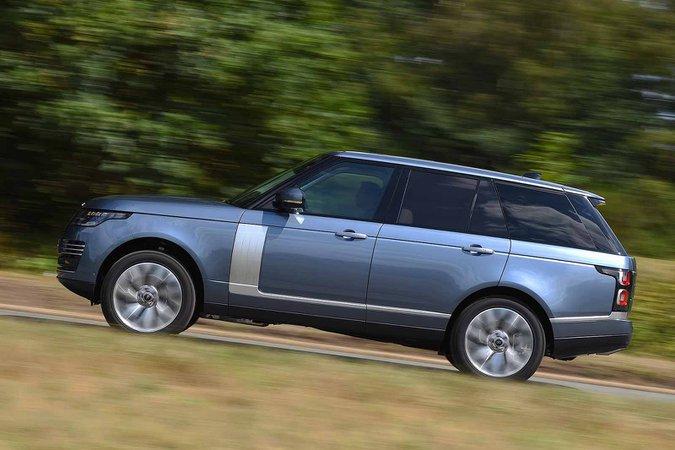Land Rover Range Rover 2018 left panning RHD