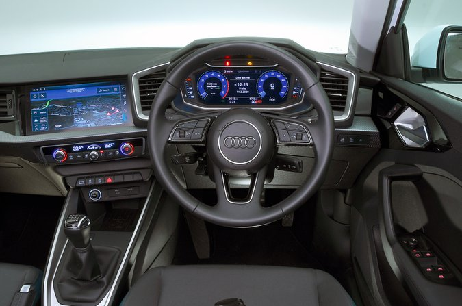 Cruscotto Audi A1 - auto bianca 19 targhe
