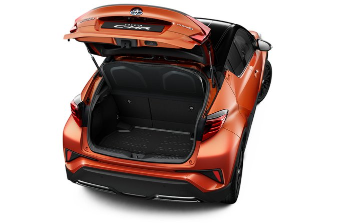 Toyota C-HR with boot cover