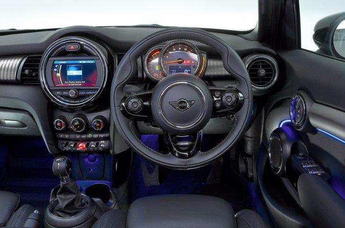 Mini 5dr dashboard - black 69-plate car