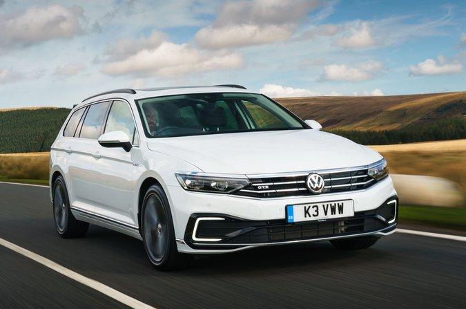 Volkswagen Passat GTE Estate front tracking