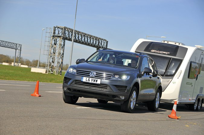 Volkswagen Touareg 3.0 TDI 262 4Motion towing caravan