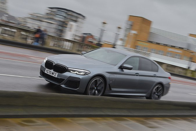 BMW 5 Series 2021 left front tracking