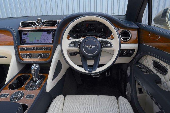 Bentley Bentayga 2021 interior dashboard