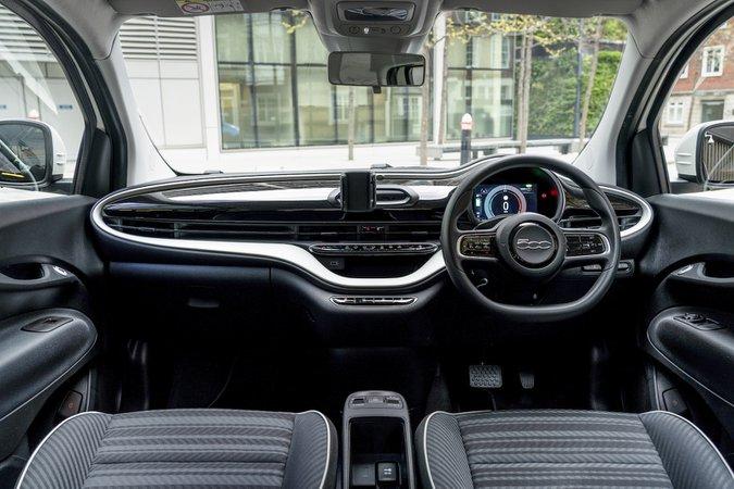 Fiat 500e 2021 interior dashboard