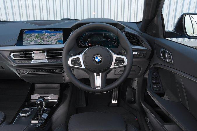 BMW 1 Series 2021 painel de instrumentos interno