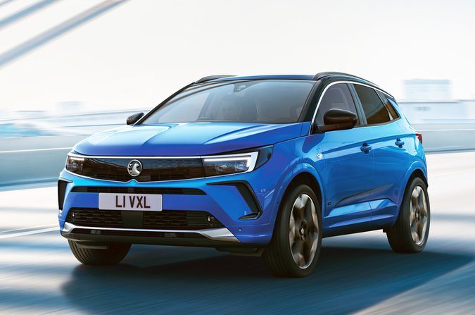 Vauxhall Grandland 2021 driving