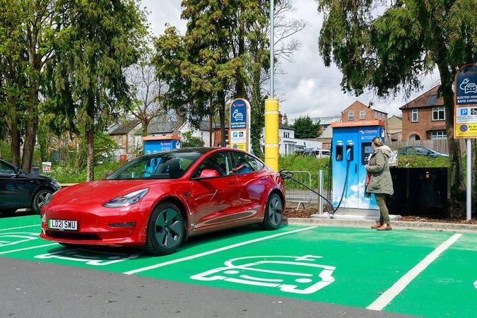 Osprey charging station with Tesla Model 3 21-plate