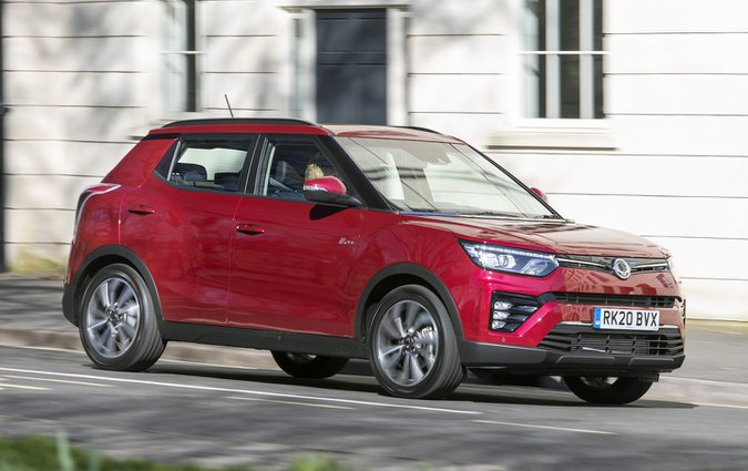 Ssangyong Tivoli 2021 front right tracking